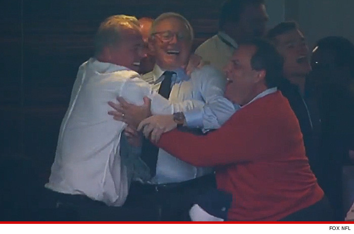 0105-chris-christie-jerry-jones-cowboys-hug-fox-nfl-4