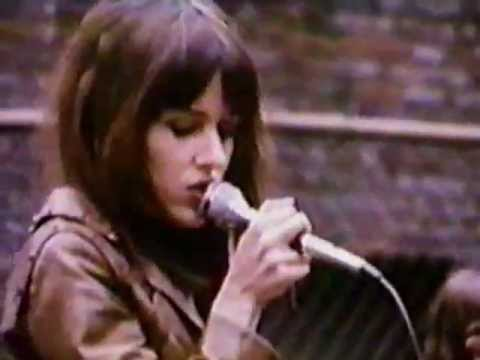 grace-slick-on-roof